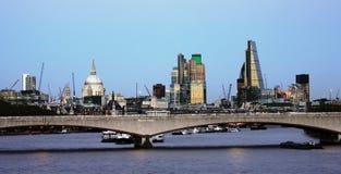 Горизонт Лондона, мост Ватерлоо Стоковое фото RF