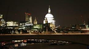Горизонт Лондона, мост Ватерлоо Стоковая Фотография RF