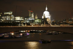 Горизонт Лондона, мост Ватерлоо Стоковые Изображения RF