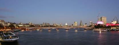 Горизонт Лондона, мост Ватерлоо Стоковые Фотографии RF
