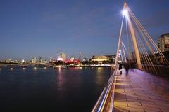 Горизонт Лондона, мост Hungerford Стоковая Фотография RF