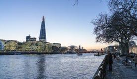 Горизонт Лондона с зданием здание муниципалитета и черепка - Лондоном Англией Великобританией стоковые изображения