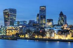 Горизонт Лондон к ноча стоковые фото