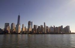 Горизонт Манхаттана с башней свободы Стоковое Изображение RF