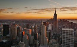 Горизонт Манхаттана центра города на заходе солнца Стоковые Изображения RF