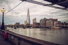 Горизонт на заходе солнца, река Темза Лондона черепка Стоковая Фотография RF