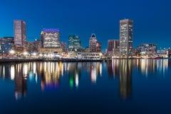 Горизонт ночи Балтимора стоковое фото rf