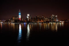 Горизонт ночи Манхэттена стоковое фото rf