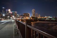 Горизонт ночи Миннеаполиса Стоковая Фотография RF