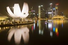 Горизонт ночи Сингапура Стоковая Фотография