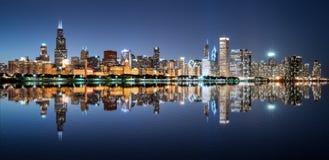 Горизонт ночи Чикаго Стоковые Изображения