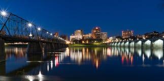 Горизонт ночи Harrisburg, Пенсильвании Стоковые Изображения