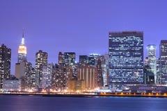 горизонт ночи manhattan стоковое изображение rf