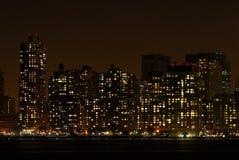 горизонт ночи manhattan Стоковые Изображения