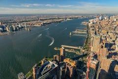 Горизонт Нью-Йорка и Нью-Джерси Манхаттан осмотрело от свободной Стоковая Фотография