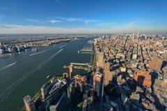 Горизонт Нью-Йорка и Нью-Джерси Манхаттан осмотрело от свободной Стоковые Изображения