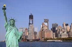 Горизонт Нью-Йорка и статуя свободы, NYC, США Стоковое Фото