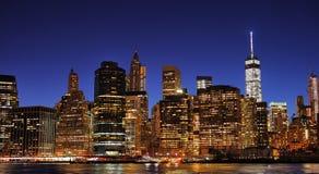 Горизонт Нью-Йорка Манхаттана городской на ноче Стоковая Фотография RF