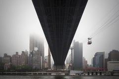 Горизонт Нью-Йорка Манхаттана под Ed Koch Queensboro Bri Стоковое Изображение RF
