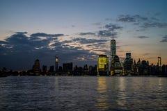 Горизонт Нью-Йорка на зоре Стоковые Фотографии RF