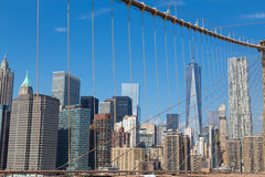 Горизонт Нью-Йорка от Бруклинского моста Стоковые Фотографии RF