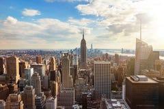 Горизонт Нью-Йорка от верхней части крыши стоковое фото rf