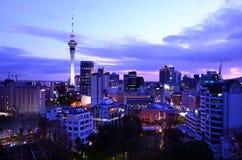 Горизонт Окленда Новой Зеландии на восходе солнца Стоковое Изображение RF