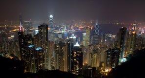 Горизонт острова Гонконга на ноче от пика Стоковые Фотографии RF