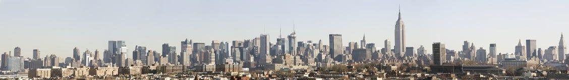 горизонт панорамы manhattan дневного времени стоковое изображение rf