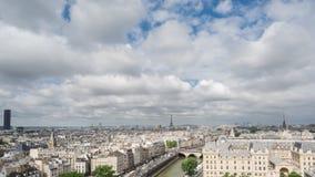 Горизонт Парижа с Эйфелева башней в Париже, промежутком времени сток-видео