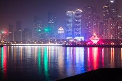 Горизонт портового района города Qingdao на ноче стоковые фотографии rf