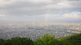 Горизонт, радуга, замки любовника и спутник от верхней части горы Moiwa, Хоккаидо, Японии Стоковые Изображения