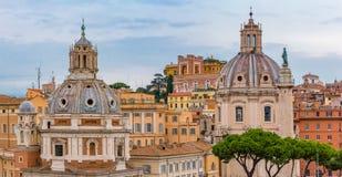 Горизонт Рима и куполы церков Santa Maria di Loreto Стоковое Изображение