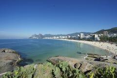 Горизонт Рио-де-Жанейро Бразилии пляжа Arpoador Ipanema стоковое фото rf