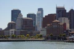 Горизонт Сан-Франциско во время дня стоковые фотографии rf