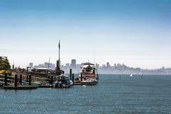Горизонт Сан-Франциско от Tiburon, Калифорнии Стоковая Фотография