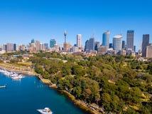 Горизонт Сиднея и ботанический сад Стоковая Фотография RF