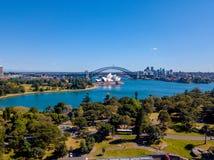 Горизонт Сиднея, оперный театр, и мост гавани Стоковое Изображение