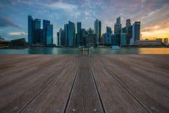 Горизонт Сингапура и финансовое здание с рекой на ба Марины Стоковая Фотография