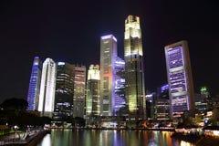 Горизонт Сингапура на ноче Стоковая Фотография RF