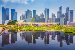 Горизонт Сингапура финансового района и Марина преследуют в дне, fo стоковая фотография