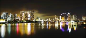 Горизонт Сингапур на ноче Стоковое фото RF
