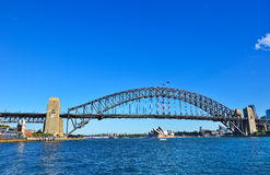Горизонт Сиднея и мост гавани Стоковая Фотография