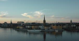 Горизонт Стокгольма на заходе солнца Красиво покрашенное небо акции видеоматериалы
