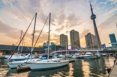 Горизонт Торонто башни CN Стоковое Изображение