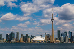 Горизонт Торонто во время лета Стоковые Изображения RF