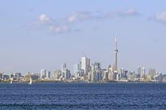 Горизонт Торонто от озера Онтарио стоковая фотография rf