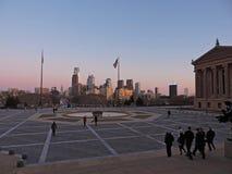 Горизонт Филадельфии на заходе солнца стоковые изображения rf