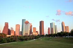 Горизонт Хьюстона городской на заходе солнца Стоковые Изображения