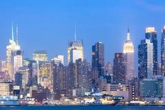 Горизонт центра города Манхаттана на ноче в Нью-Йорке Стоковые Фотографии RF